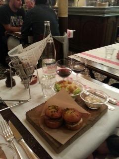 Burger au cervelas pistaché - Bistrot Aux Lyonnais, Paris 2ème