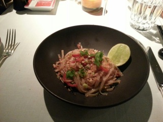 Pad Thaï aux crevettes - restaurant La Bauhinia, Hôtel Shangri-la, Paris 16eme