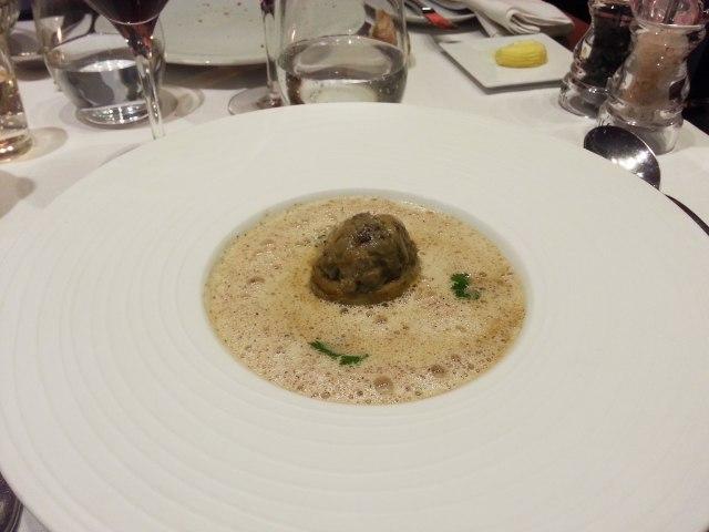 Entrée : Soupe d'artichaut, petit violet farci au foie gras et à la truffe noire